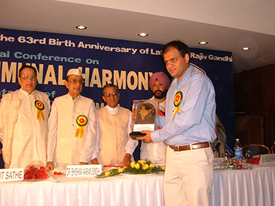 Dr. Vikram Chauhan Receiving Award